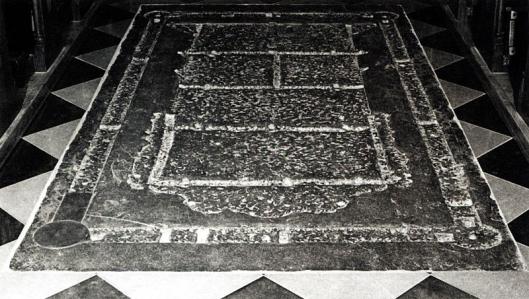 De grafsteen van Engelbert(us) van Heemstede in de St.Servaaskerk te Maastricht. De steen is mogelijk beschadigd tijdens de Franse Tijd
