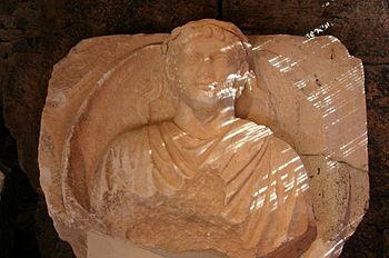 Eumenes II, koning van Pergamon uit de dynastie der Attaliden, was promotor van de bibliotheek