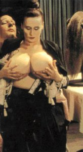 Donald Sutherland en Chesty Morgan in de film Casanova van Fellini, 1976