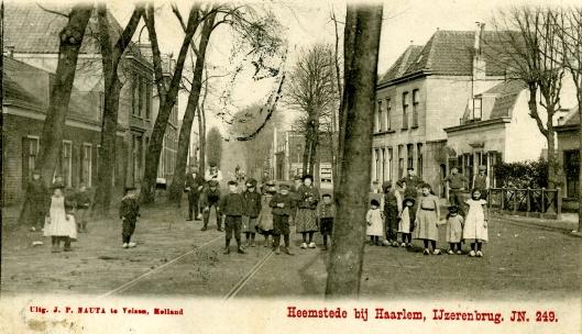 Ansichtkaart uit jaren 20 vorige eeuw van de Raadhuisstraat richting IJzeren Brug