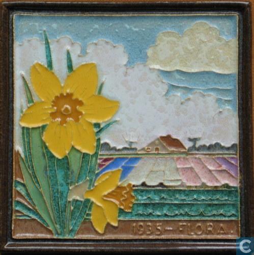 Tegel: Flora 1935 met gele narcissen, vervaardigd door de Porceleyne Fles in Delft (Catawiki)