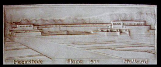 Aardewerk tegel Flora 1935 Heemstede, vervaardigd door Zaalberg, Nieuwegein (Ruud van der Molen: Flora 1935)