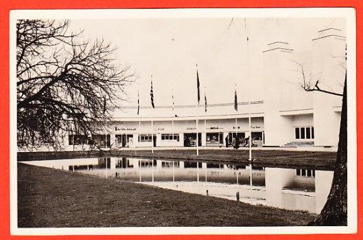 Ansichtkaart van vooraanzicht tentoonstellingsgebouw Flora 1953