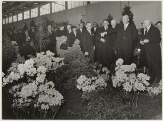 Minister Sicco Mansveld bezoekt Flora-Heemstede, 1953