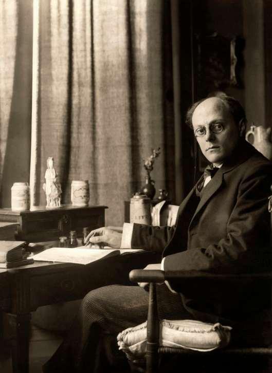 George van Raemdonck aan het werk in zijn huis te Heemstede (Het Leven, 1917)