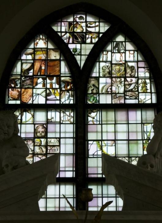 Fragmenten van glazen in Ned.Hervormde Kerk Heemstede