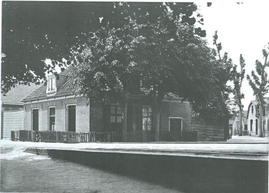 Op de hoek van de Glipperweg en de Prinsenlaan (waar nu de Princehof staat) lag begin 20e eeuw de boerderij van Jan Kooi. Na Kooi woonde daar de heer Mozes, die in het achterhuis het protestantse verenigingsgebouw 'Samuël' onderbracht.