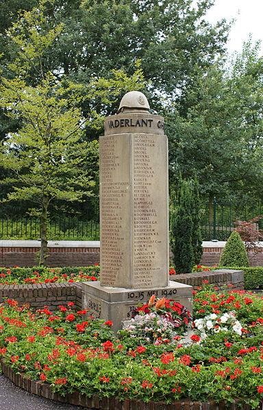 Het legermonument op de Grebbeberg met de namen van de omgekomen soldaten