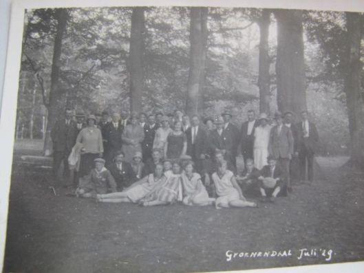 Familiefoto gemaakt in het Groenendaalse bos, juli 1929