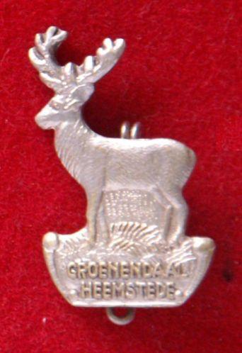 Een broche van dikmetaal uitgegeven ter ere van Groenendaal Heemstede