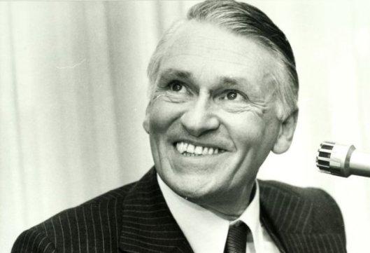 Portret van mr.NB.C.de Groot van Embden, oud directeur van de firma Joh. Rnschedé en Zonen en voorzitter van de Kamer van Koophandel Haarlem, die van 1974 tot 1977 Ipenrode bewoonde