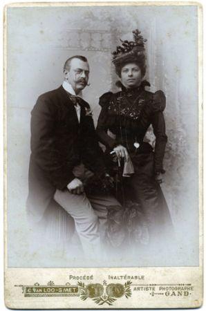 De grootouders van Hella Haasse: dr.A.C.G.de Vries en Hélène Serafia Weitzel (foto genomen in de zomer van 1898 in Gent)
