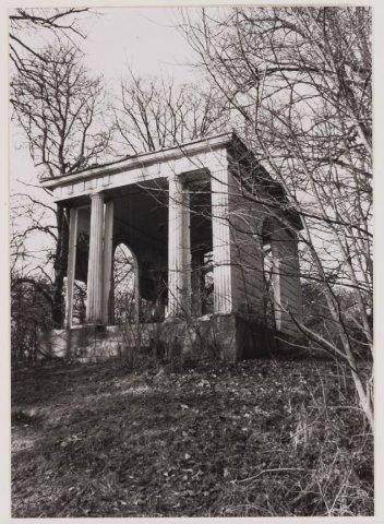 Hagenduin: classicistische koepel/speelhuis, gebouwd onder George Clifford op de overplaats van de Hartekamp, na de restauratie van 1965 (NHA)