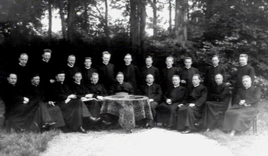 DE priester-leraren van kleinseminarie Hageveld in 1928 (KDC)