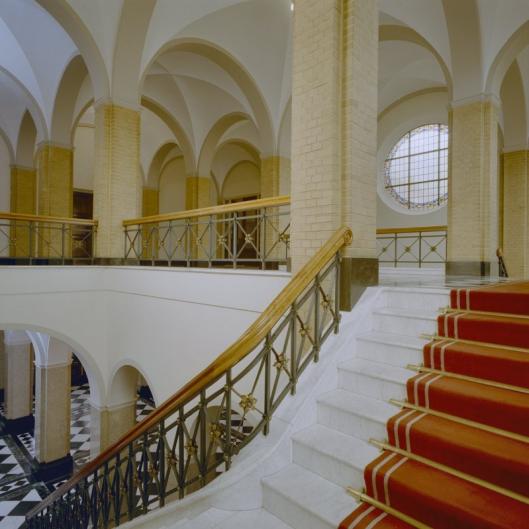 Hal en trap naar 1e verdieping vm. kleinseminarie Hageveld (foto G.Th. Delamarre, 1957)