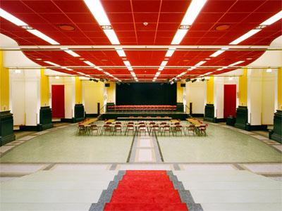 De huidige aula/toneelzaal van Hageveld Heemstede (foto Leo Hogendoorn)