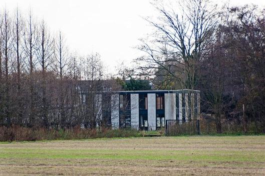 Vm. bollenschuur van Braam aan de Kadijk uit 1907, in 1997 gerestaureerd voor huisvesting. Rijksmonument