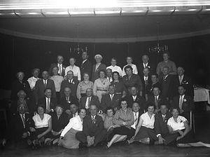 Foto van bijartclub uit Heemstede in etablissement de IJzeren man te Vught , 1957 (Brabants Historisch Informatie Centrum)