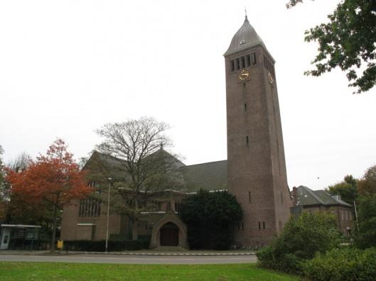 Onze Lieve Vrouw Hemelvaartkerk, Valkenburgerplein Heemstede, ingewijd in 1927 (foto H.E.Wesselink)