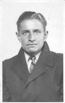 Foto van Fred Hoogewoning. Ontvangen van Bert Verplancke wiens moeder met Fred in het Oranjehotel zat, vanwaar hij 8 maart 1945 is gefusilleerd op de Waalsdorpervlakte