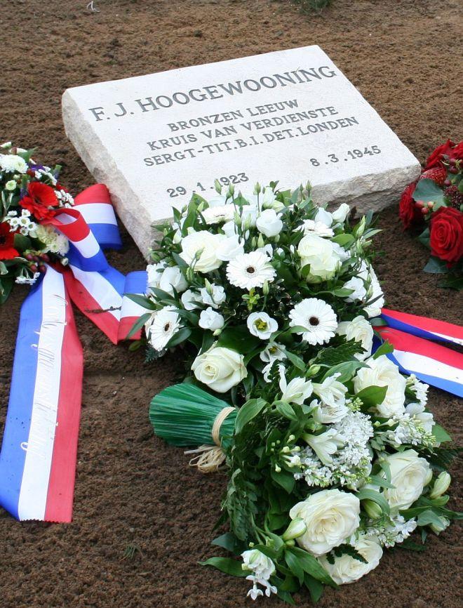 Het nieuwe graf van F.J.Hoogewooning op ereveld Loenen