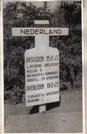 Evangelische begraafplaats Rees. Graf van o.a. F.J.Hulsebosch uit Bennebroek, overleden 15-2-1945.