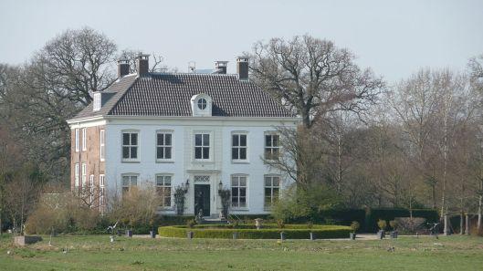 Vooraanzicht Ipenrode vanaf de Herenweg (Wikipedia)