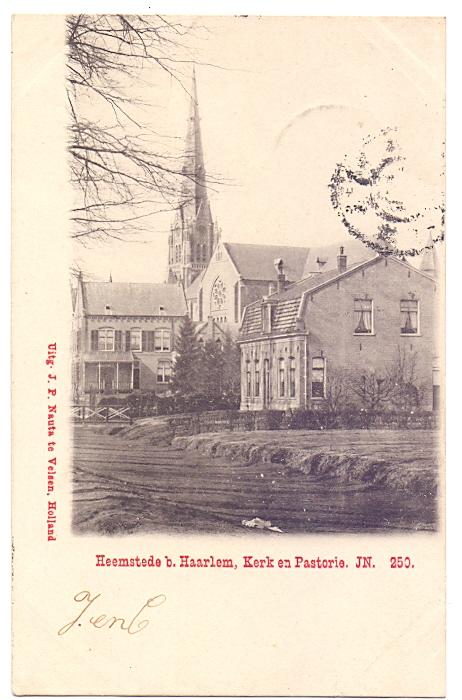 Gezicht op de r.k.St.Bavokerk, pastorie en naastliggend huis aan de Kerklaan Heemstede