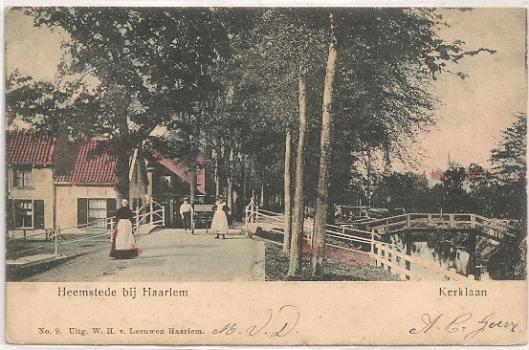 Begin van de Kerklaan vanaf de Binnenweg (Raadhuisstraat) op een prentbriefkaart uit 1904