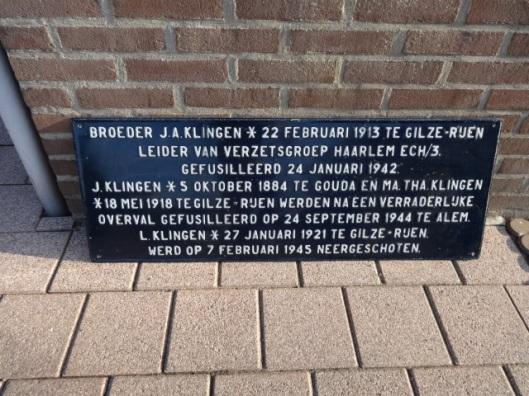 Herdenkingsplaat voor 3 omgekomen telgen van de familie Klingen