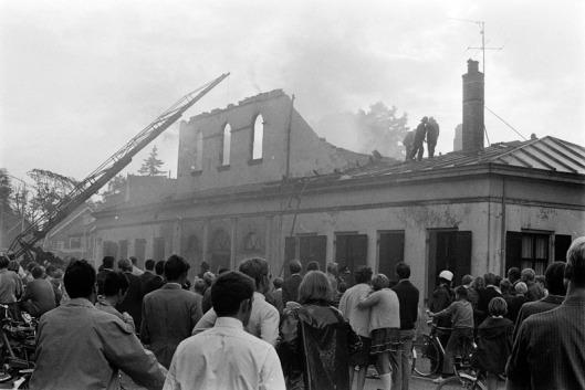 Het voormalig koetshuis van de Hartekamp ging door brand verloren. 1-9-1968 (foto Ben Hansen)