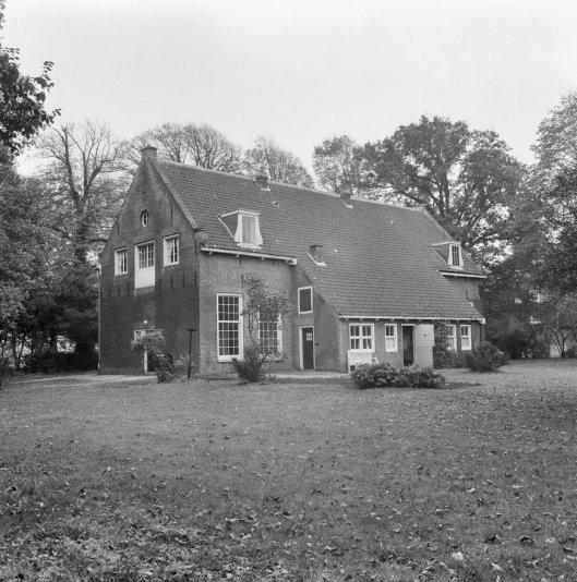 Voormalig koetshuis/tuinmanswoning Ipenrode (foto G.J.Dukker, 1968)