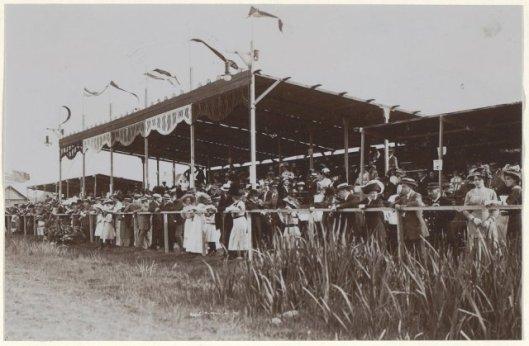 Koninginnefeest 1911 Heemstede met waterfestijn aan het Zuider Buiten Spaarne