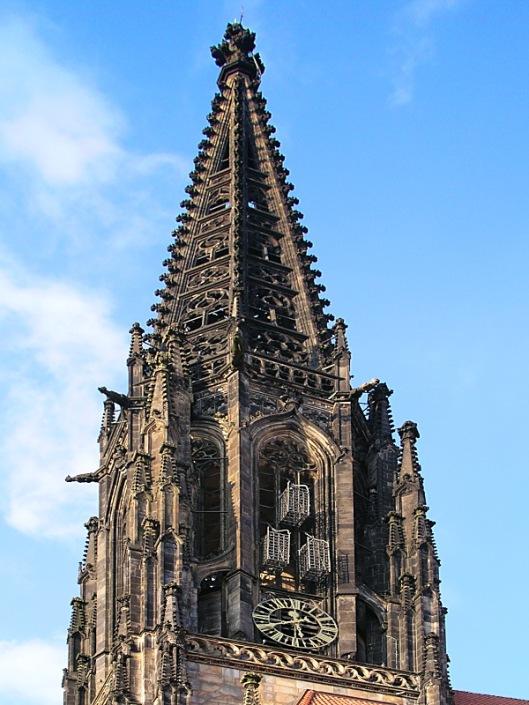 De drie kooien die nog hangen aan de St.Lambertuskerk van Münster