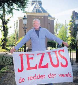 In 2011 is door de Hervormde Kerk in Bennebroek een beveiligingsdienst ingeschakeld om een al te fanatieke kerkganger, de 75-jarige heer Koomen, te weren (Dakzoekje).