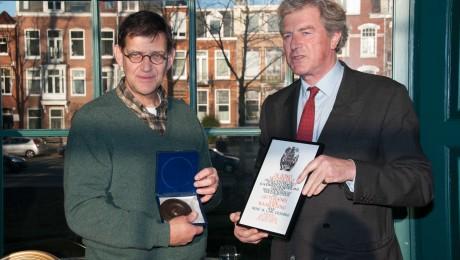 Aan kunsthistoricus drs. Maarten Dessing (links op de foto), bewoner van Huis te Manpad, is in 2014 door erfgoedvereniging Heemschut de Ton Kootpenning uitgereikt. Dit vanwege zijn inspanningen als initiatiefnemer van de Stichting Themajaar Historische Buitenplaatsen 2012.