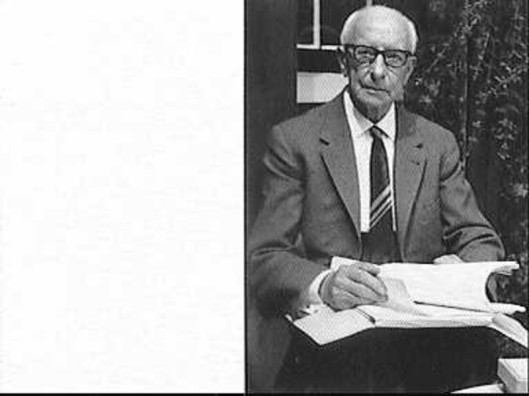 Architect H.Korringa (187-1965) ontwierp behalve de kapel Nieuw Vredenhof talrijke gebouwen in Heemstede en omgeving, zoals de Crayenesterschool en Bronsteeschool, verpleeghuis Salem en de Koningin Emmakliniek van Meer en Bosch, villa 'de Ceder', Bronsteeweg 59, een huis aan de Van Merlenlaan 5 etcetera