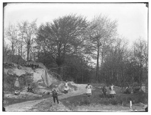 Laantje van Kortekaas ten westen van vm. café 'Berg en Dal, tegenwoordig terreinen van de Geestgronden (foto Jacob Olie uit 1895)