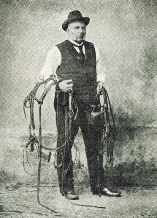 Trainer/pikeur Jan Koster die na succes in Nederland naar Denemarken verhuisde. Zijn zoon Nico Jan Koster werd ook een begrip in de paardensport