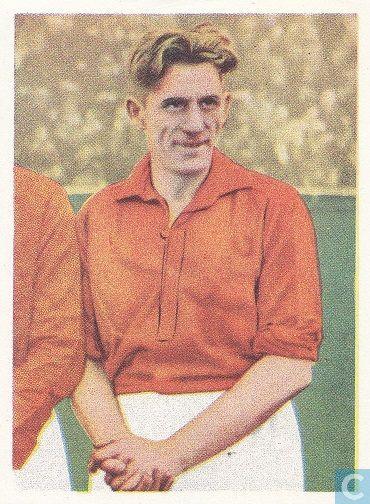 Gerardus Johannes Krom, bekend als Peer Krom (1898-1965) was de eerste international van RCH. Hier op een vortbalplaatje van Leeuwenzegel margarine uit 1954.