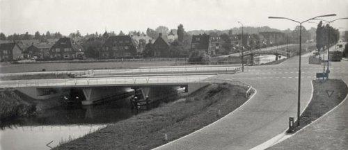 Westelijke Randweg met brug over de Leidsevaart en zicht op Heemstede