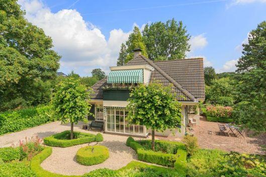 J.F.van Lieroppark in Bennebroek (onlyexpats