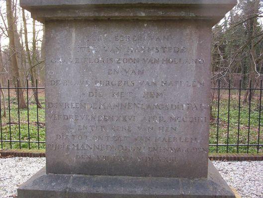 Tekst aan de voet van de gedenknaald nabij Huis te Manpad
