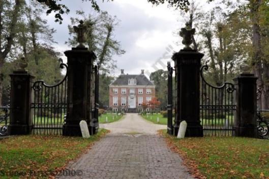 Huize te Manpad, gedurende bijna twee eeuwen (zomer)domein van de familie Van Lennep en nog altijd particulier bewoond. Met tuin etc. rijksmonument