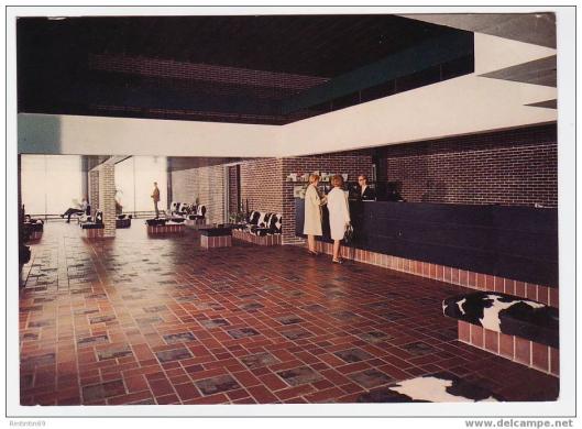 Bekend in Denemarken is het hotel Marselis in Aarhus. Op deze oude ansicht een afbeelding van de receptie