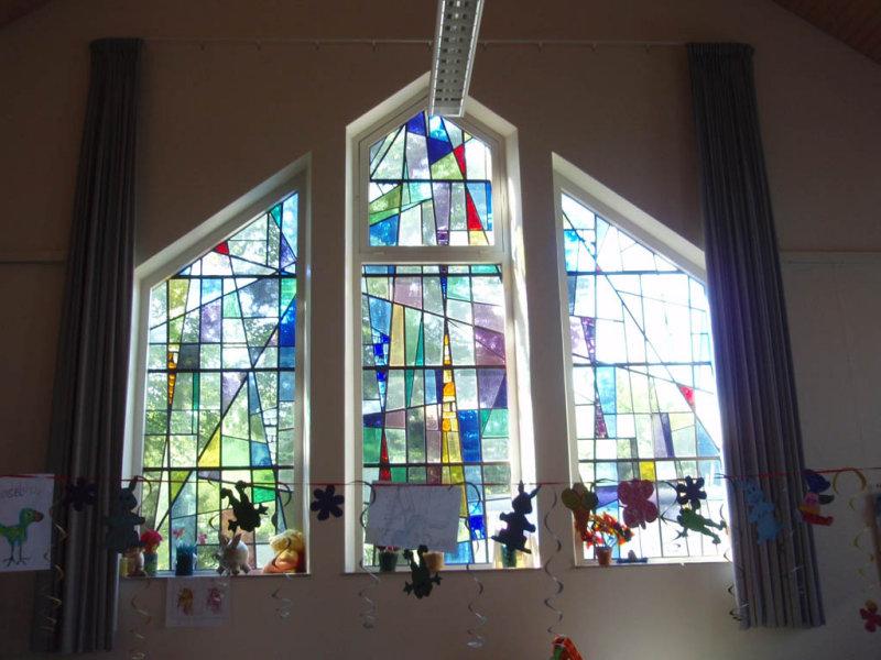 Glas-in-lood ramen in de Irenekapel van instelling Meer en Bosch Heemstede