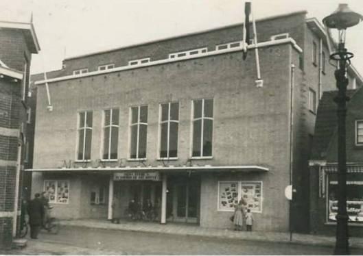 Vooraanzicht van het in 1951 geopende Minervatheater aan de Binnenweg te Heemstede