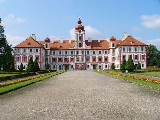 Het kasteel in Mnichovo van de graven Waldstein/Wallenstein