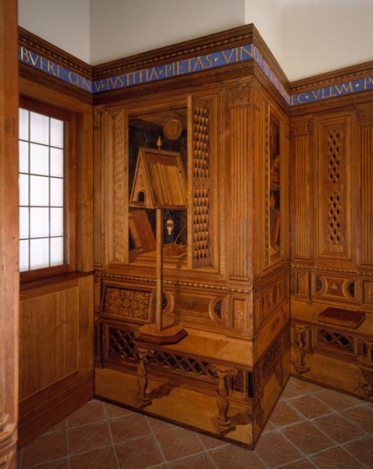 Deel van het kabinet van Frederico da Montefeltro, tegenwoordig in het Metropolitan Museum of Art in New York. Boeken, muziek- en wetenschappelijke instrumenten de interesse van de hertog van Urbino voor boeken en wetenschap