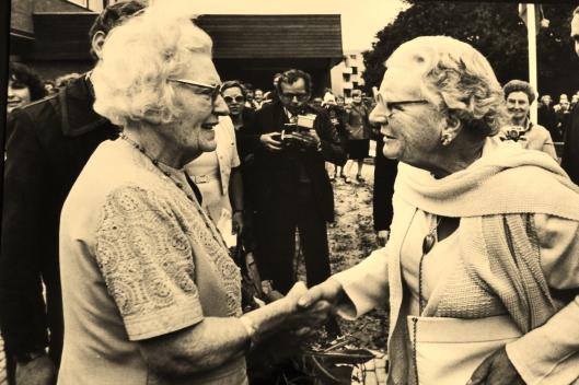 Bezoek van H.M.Koningin Juliana aan psychiatrische inrichting Vogelenzang eind jaren 60 in Bennebroek